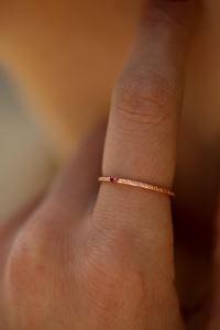 Yakut Taşlı Rose Kaplama Gümüş Minimal Yüzük