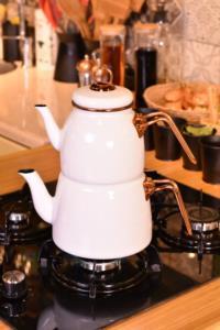 Bambum Taşev Miray Çaydanlık Takımı Beyaz
