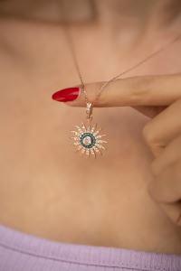 Güneş Model Turkuaz Taşlı Rose Kaplama Gümüş Kolye